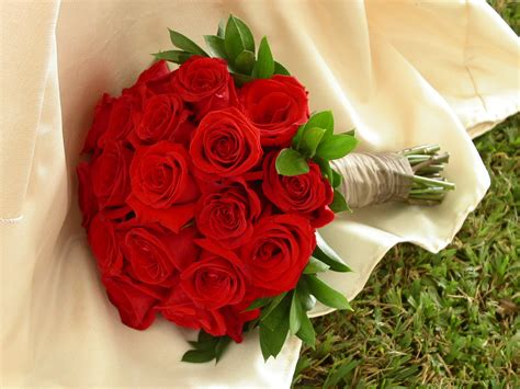 wedding flower arrangements roses bouquet wedding flowers roses wallpaper 1600x1200 22648