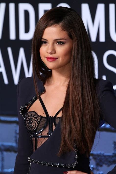 A Place Heritage Singers Selena Gomez Photos Arrivals At The Mtv Awards 5486 Of 15706 Zimbio