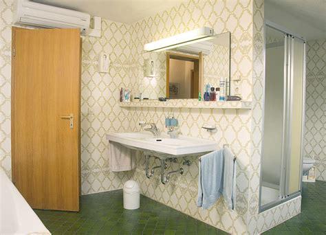 badezimmer 80er aufpeppen bild was anfang der 80er jahre als schick galt wirkt