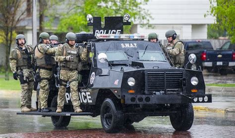 police armored vehicles nation s cops urge trump to restore armored vehicles