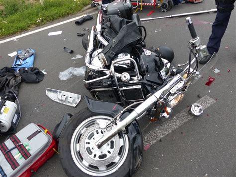 Unfall Motorrad Erftstadt by Pol Dn Unfall Mit Kradfahrer 2 Schwerverletzte Bei