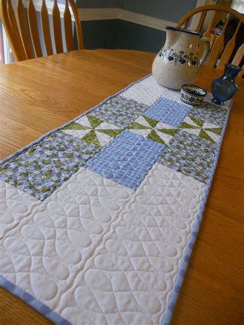 easy quilted table runner abyquilts