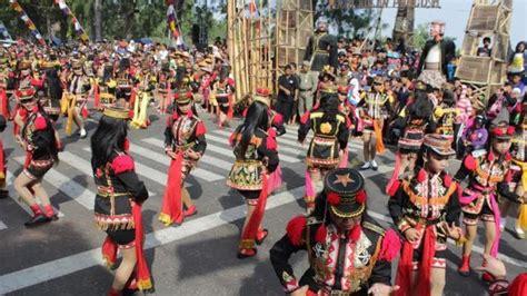 festival film dokumenter jogja 2014 festival kesenian yogyakarta dibuka 100 penari angguk