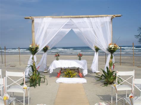 festa tende tenda em bambu voil e altar valeria decoracoes na praia