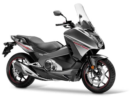 A Quiet Revolution From Honda? 745cc Twin Scooter Family