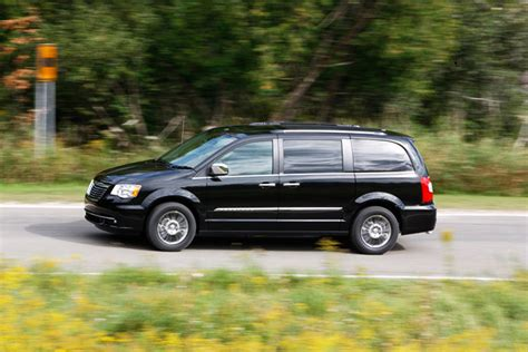 chrysler town country review 2013 chrysler town country review vroomgirls