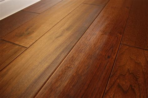 hickory wild 3 4 x 5 quot hand scraped solid hardwood