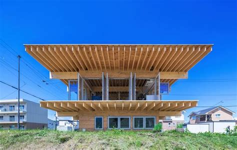 hats off to this japanese house with a big cantilevered