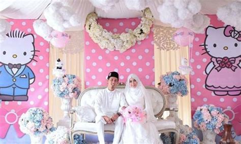 couple kitty themes ideas malaysian couple gets married in hello kitty themed
