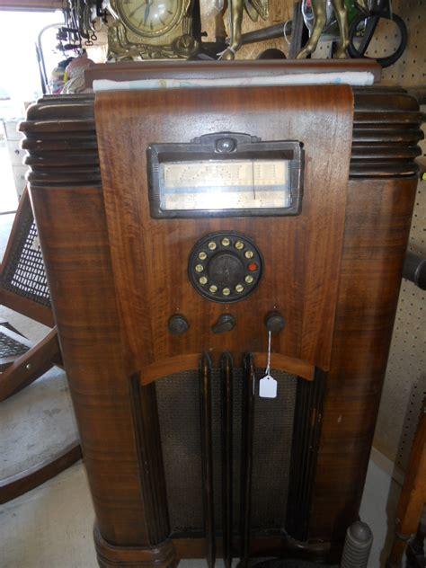 Radio For Sale by Radio In Caraways Treasures Garage Sale Edgewood Il