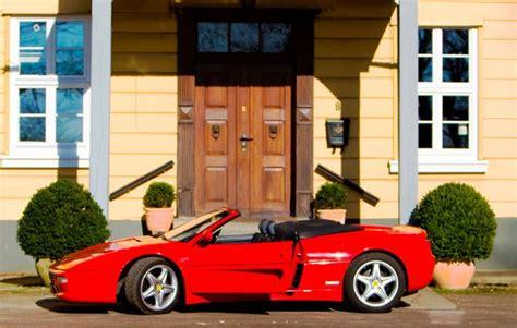 Ferrari Fahren Geschenk by Ferrari F355 Selber Fahren In Garbsen Als Geschenk Mydays