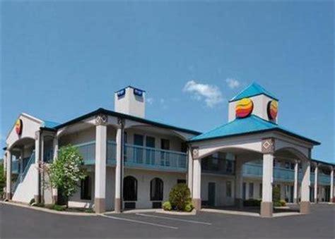 comfort inn hendersonville comfort inn gallatin gallatin deals see hotel photos
