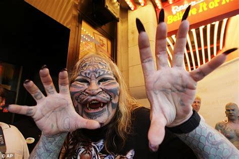cat man tattoo died stalking cat daniel avner dead of possible suicide after