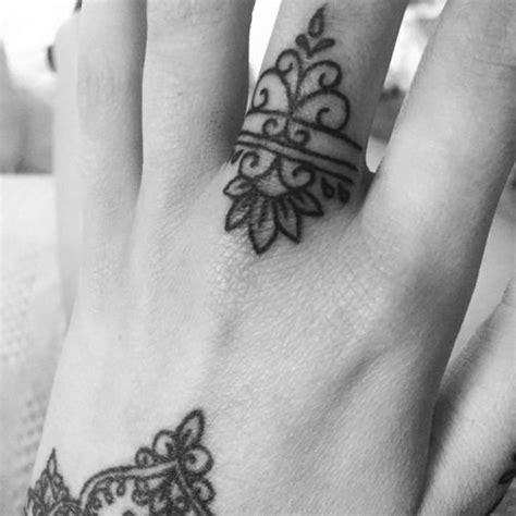 tattoo middle finger middle finger tattoo on olivia fayne tattoo art