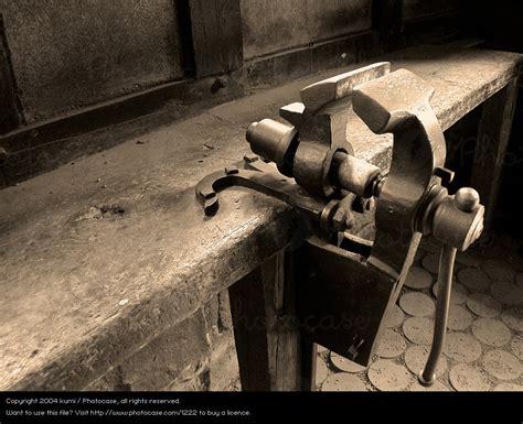 werkstatt alt oller schraubstock kumi ein lizenzfreies stock foto