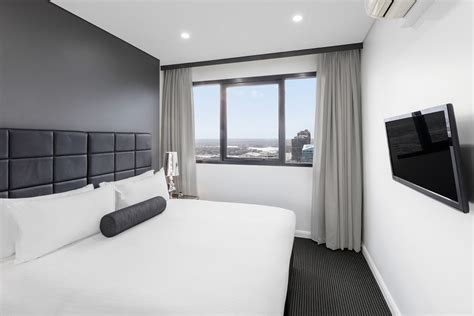 summit bedroom suite 3 bedroom summit sub penthouse kent street sydney meriton