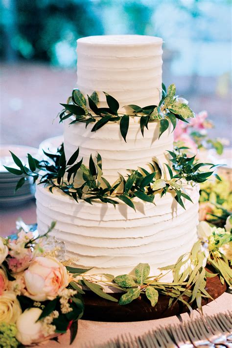Wedding Reception Cakes by The New Wedding Trends For 2017 Page 3 Bridalguide