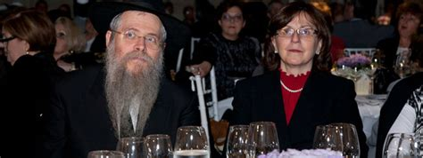 sat rabbi went hungry 0449203816 brazilian jewish organization s army of volunteers fights hunger chabad lubavitch news