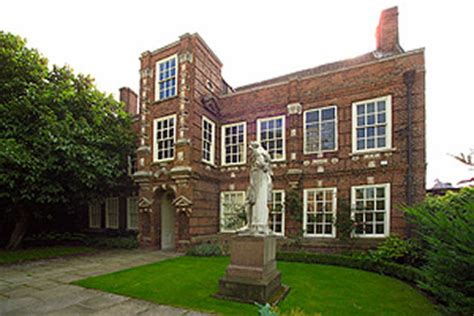 what was the purpose of the hull house kingston upon hull guide east yorkshire town walk uk