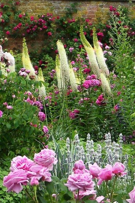 White Cottage Garden Flowers Peaceful Garden Peaceful Garden