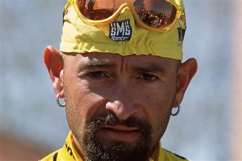 alimentazione ciclista dilettante marco maschera da vincitore sulla faccia da vinto il