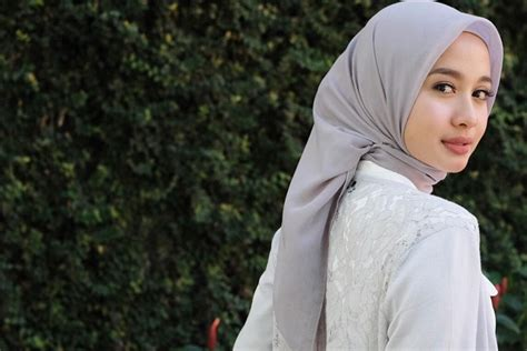 tutorial jilbab ala laudya 8 outfits cantik dengan model hijab sederhana ala laudya