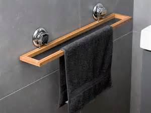 porte serviette mural en bambou et acier chrom 233 58 2x9 8x9
