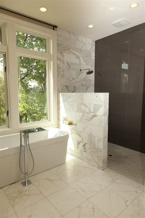 half bathroom tile ideas best 25 half wall shower ideas on bathroom