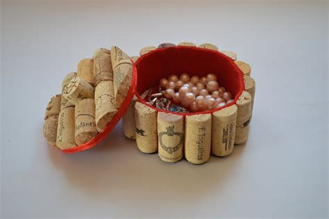 11 manualidades con tapones de corcho how to make a jewelry box with corks como hacer un