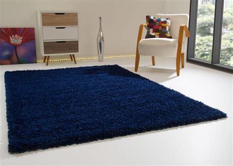 teppich sofa anordnung hochflor shaggy teppich satin innenr 228 ume und m 246 bel ideen