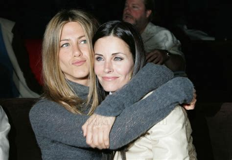 That Aniston Courteney Cox Isnt Really by 10 Reasons We Want Aniston As Our Bestie Get
