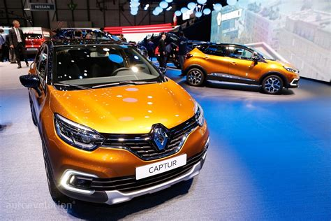 renault geneva 2017 renault captur shows leds at geneva motor show