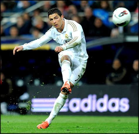 fotos real madrid cr7 real madrid striker cristiano ronaldo tops the social buzz