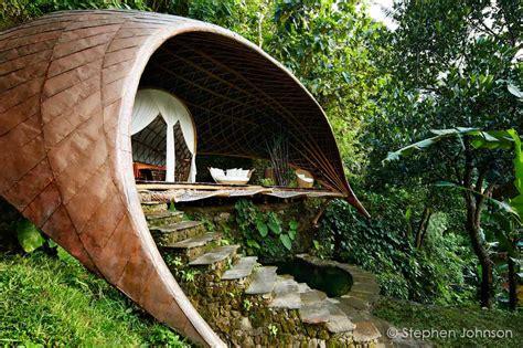moon house  bambu indah ibuku