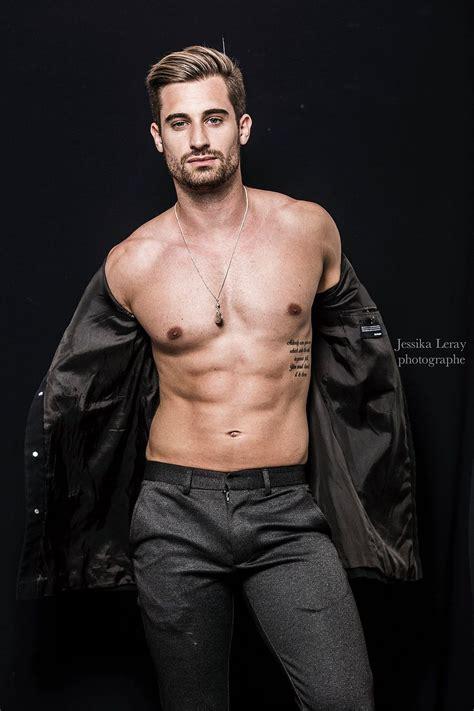 tattoo fitness model service photo pour les hommes sur et la