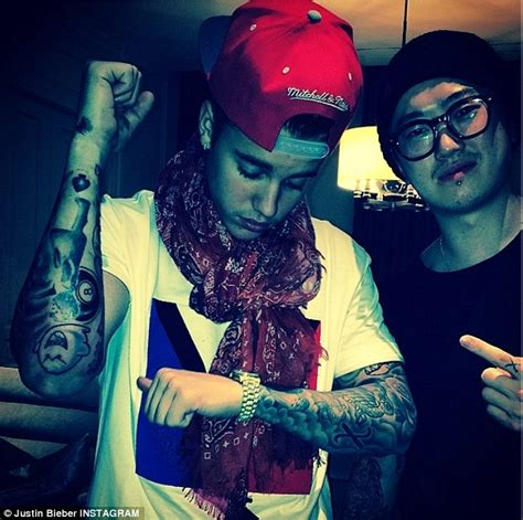 justin bieber boo tattoo justin bieber gets new patience tattoo on his neck