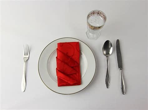 Fancy Way To Fold Paper Napkins - 4 ways to fold napkins in a fancy formal style wikihow