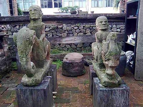 Setrika Cap Ayam koleksi seni antik gallery patung batu primitif batak samosir