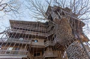 The largest tree house in the world designed and built by the american