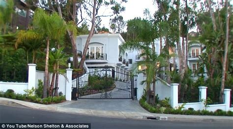 manny pacquiao house manny pacquiao buys beverly hills mansion for 163 8 4m plus four tickets to floyd