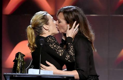 actress hollywood titanic kate winslet and allison janney share kiss at hollywood