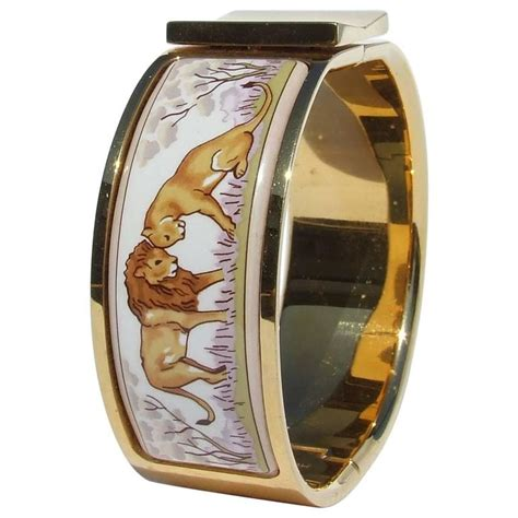Hermes Enamel Printed Clic Clac Bracelet Lion and Lioness in savanna GHW 6cm For Sale at 1stdibs