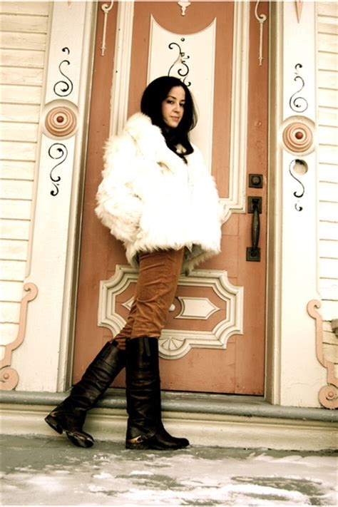 Boot Dasi footwear in boots with spurs and fur coat