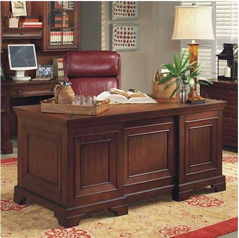 Traditional Office Desk 7 Executive Desks For A Traditional Office Furniture