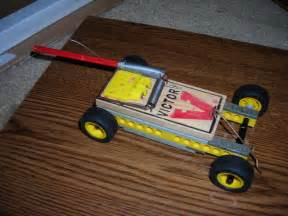 The mouse trap car is simple due to the make up of legos and ordinary