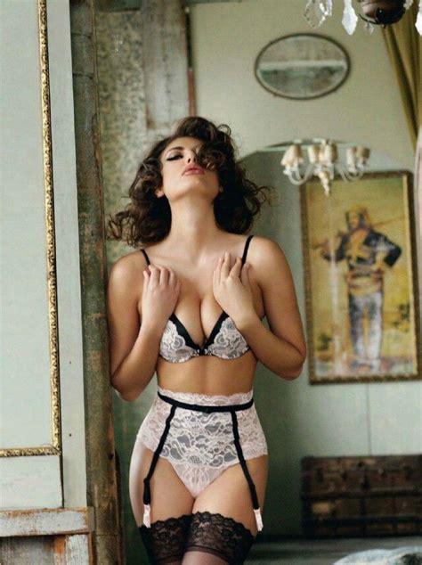 Se Vintage Black vintage lace this look http