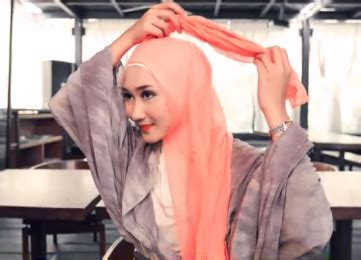 foto tutorial hijab ala dian pelangi tutorial hijab dian pelangi via gambar cara memakai hijab