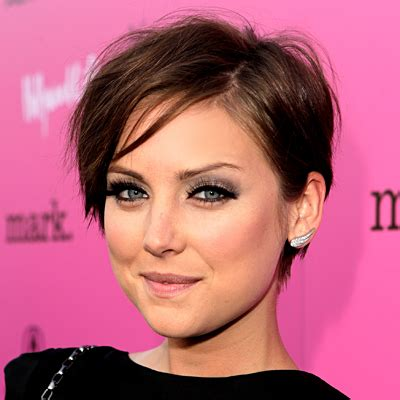 tips for growing out super short hair growing out a pixie celebrity inspiration it keeps