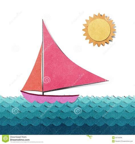 imagenes de barcos de material reciclado barco hecho del papel reciclado imagen de archivo libre de