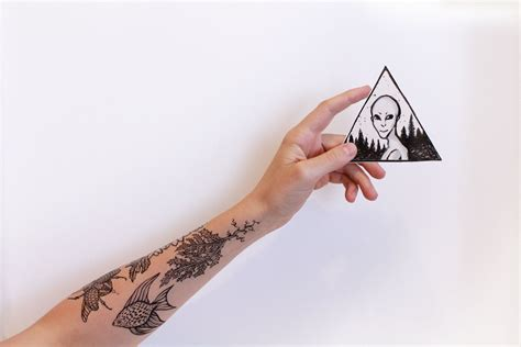 extraterrestrial gray alien temporary tattoo triangle